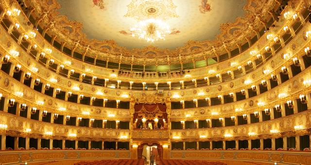 Operas, concerts, ballets, prose ... enjoy the culture of Milan!