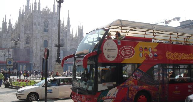 Sightseeing Tour of Milan on the famous red bus, tickets included in your stay