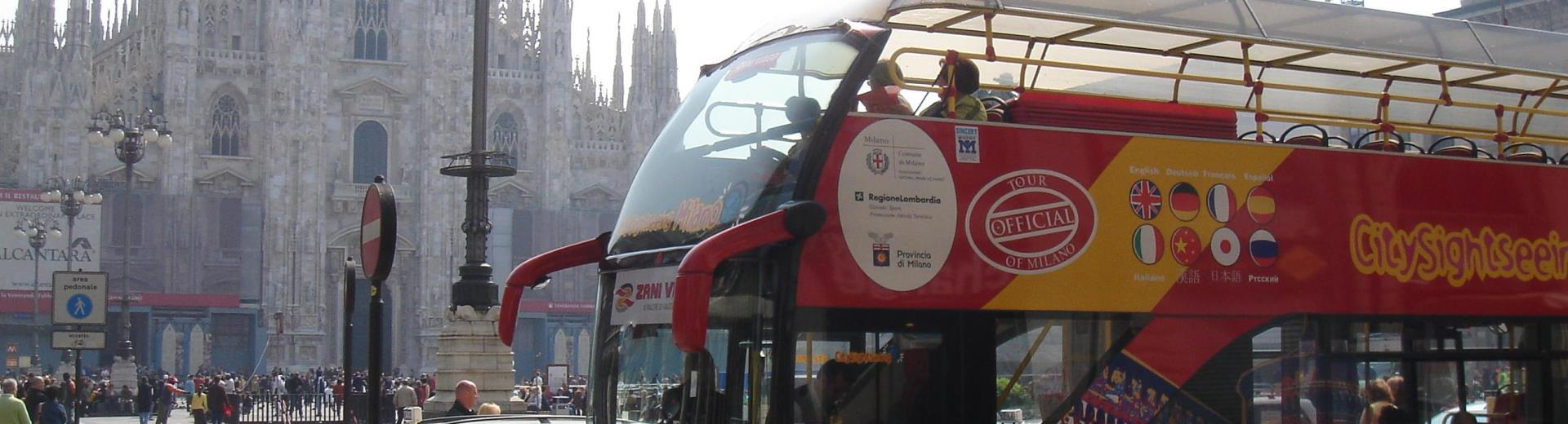 Panoramic bus in Piazza Duomo