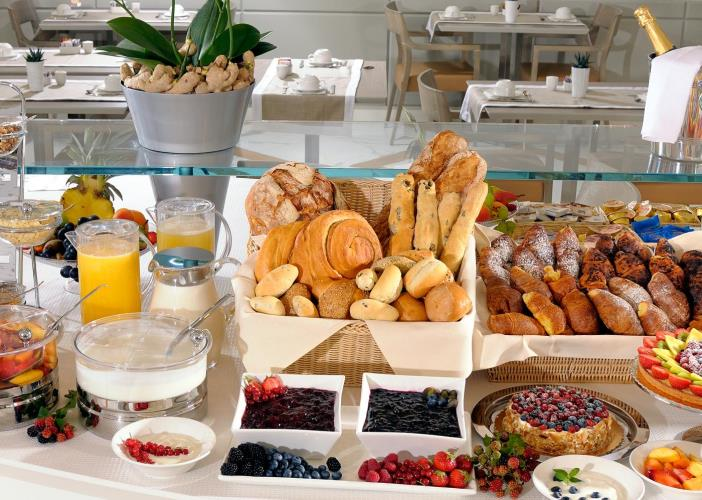 Desayuno de lunes-http://www.hotelcitymilano.it/resources/images/fdeed822-219b-41c6-9a9c-7d13aa72e2d7/es/PLI/buffet.jpg
